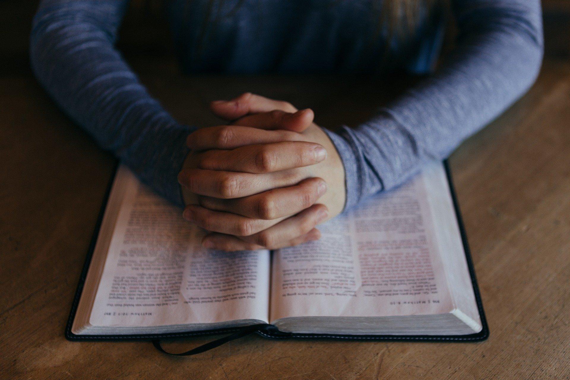 ¿Puede una Confesión Religiosa conservar los datos personales de quién la abandonó?
